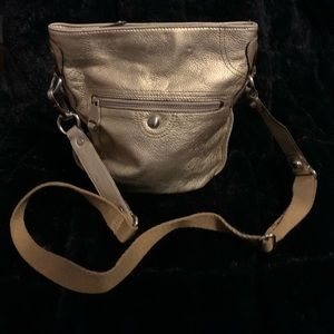 Cross body gold makowsky bag.
